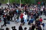 Keski-Suomen Afrikka-yhdistyksen rumpuryhmä tanssittaa kansaa Alvarin aukiolla vuonna 2007. Kuva: Karoliina Veijo