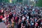 Festivaaliyleisöä Alvarin aukiolla vuonna 2005. Kuva: Antti Pöllänen
